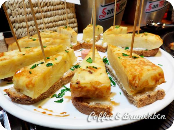 Aperitivo italiano de bufe libre en Eixample–To Be Restaurant-Tortilla