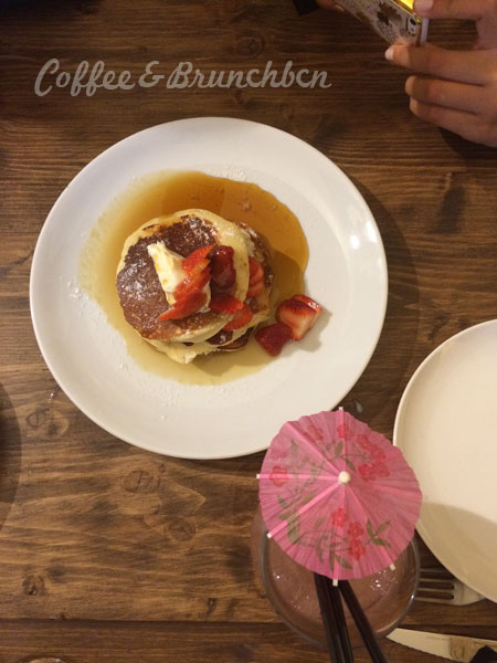 Brunch para cenar, llega el brinner-Alsur Cafe Palau-Pancakes con fresas, mascarpone y sirope de arce