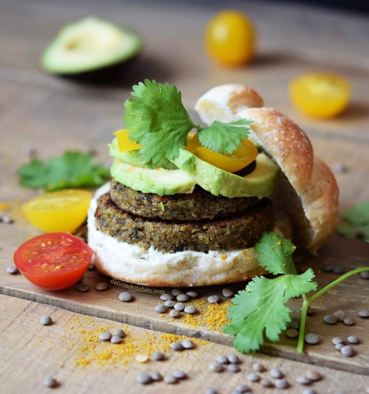 hamburguesa-de-lentejas-cebada-y-curry-brunch-vegano