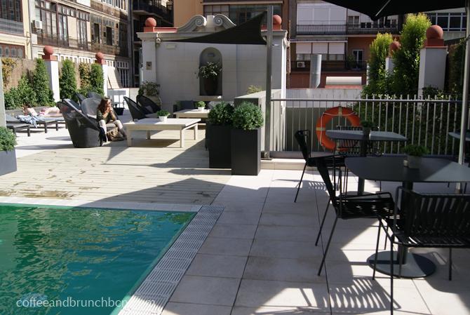 les-delicies-brunch-en-hotel-con-piscina-terraza