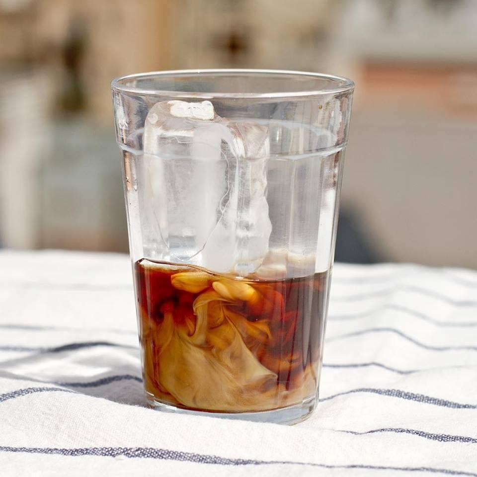 Cafe cold brew con leche