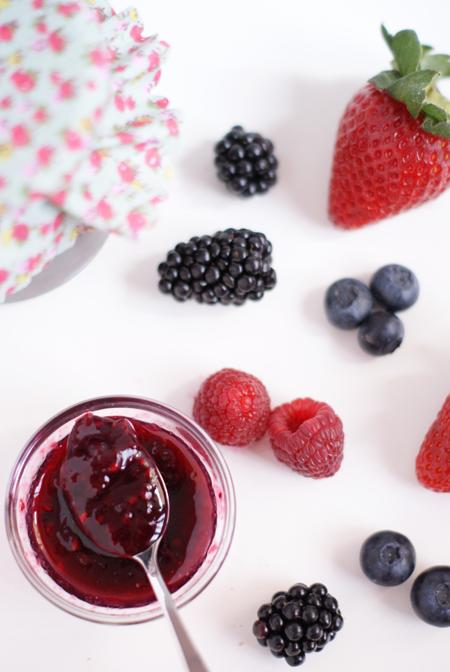 Mermelada de frutos rojos saludable, fácil de preparar, sin gluten y para veganos